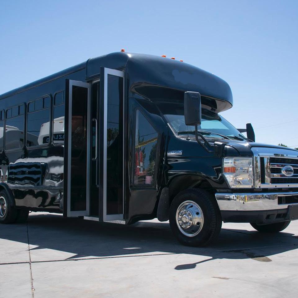 san diego sedan limousine service. Black Bedroom Furniture Sets. Home Design Ideas